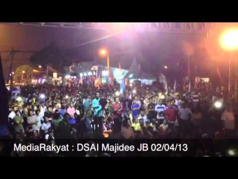 UMNO Menggangu Ceramah Anwar Ibrahim Menggunakan Pembesar Suara Di Johor