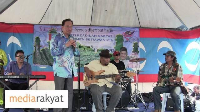 """Anwar Ibrahim: """"Lagu Madu & Racun"""" With Live Band"""