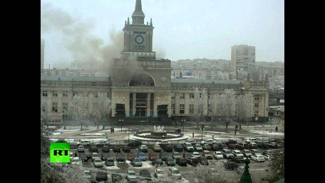 Moment of Russia's Volgograd railway station deadly explosion.