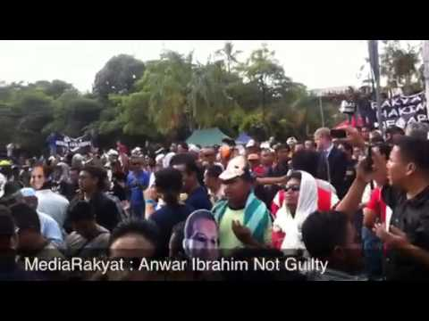 Newsflash : Supporters' Reaction After Anwar Ibrahim Acquitted