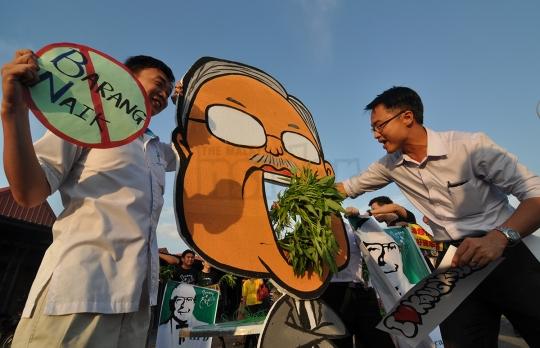 Suap kangkung: Lim Kit Siang desak Adun PKR mohon maaf untuk elak keganasan