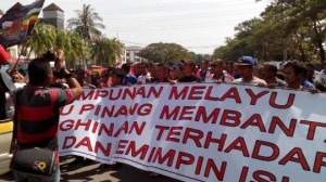 Umno guna strategi lapuk untuk jawab kritikan, kata pengkritik
