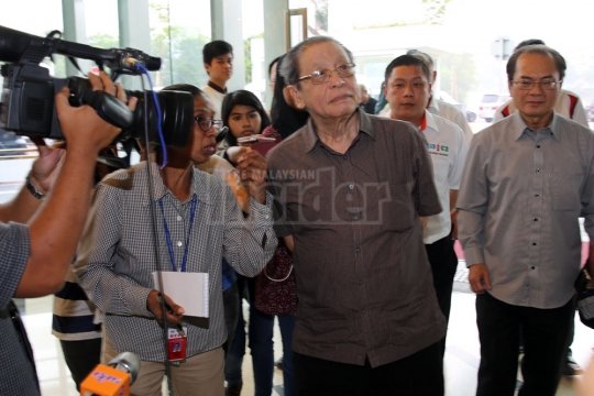 Lim Kit Siang: Taklimat MH370 hanya untuk BN tidak bertanggungjawab
