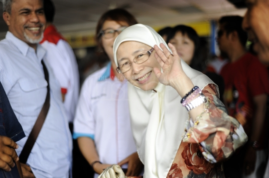 Wan Azizah to contest Kajang seat, replaces Anwar