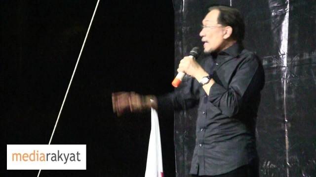 (MH370) Anwar Ibrahim: Najib, Kalau Tak Boleh Jawab Media Antarabangsa, Serah Aku Tolong Jawab