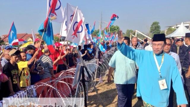 Penamaan Calon PRK Dun Kajang: Anwar Ibrahim Bersama Penyokong