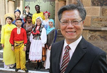 Former Vietnamese refugee Hieu Van Le to be next governor of South Australia