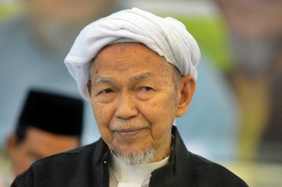 Nik Aziz: PAS cannot interfere in Khalid's sacking