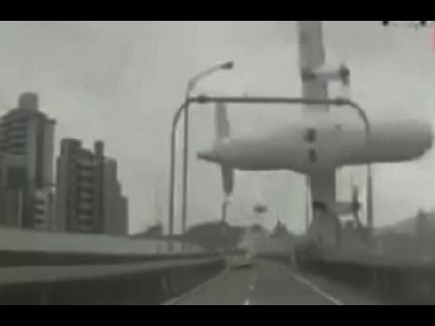 The Moment TransAsia Flight GE235 Crashes Into A River In Taipei