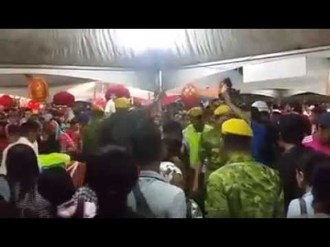 """""""Food Rush"""" At CNY Open House With Prime Minister Najib In Kuching"""