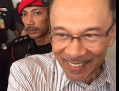 Anwar's Lawyers: Anwar's Health Condition Is Worsening, Urgent Surgery Needed