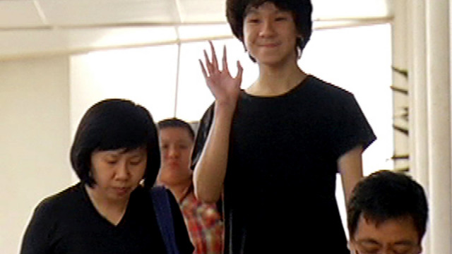 "Amos Yee's Mom's Heartbreaking Apology: ""Sorry Son. Mummy is Wrong."""