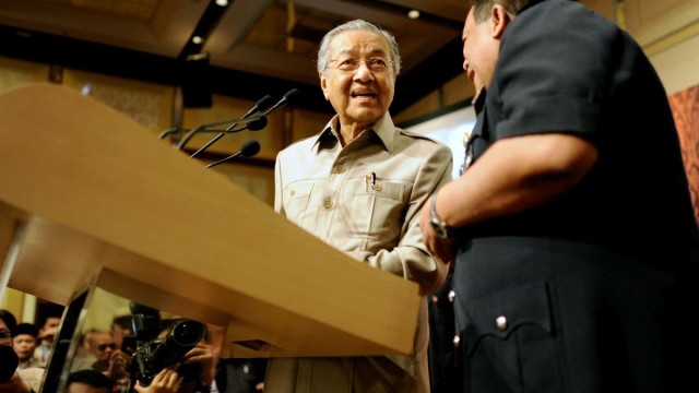 Mikrofon Dr Mahathir Dimatikan, Dihalang Berucap Oleh Polis