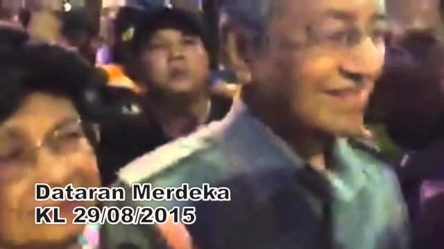 Tun Dr Mahathir Hadir Dalam Perhimpunan Bersih 4