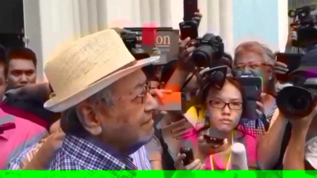 (Bersih 4) Tun Dr Mahathir: Najib Told Me That Cash Is King