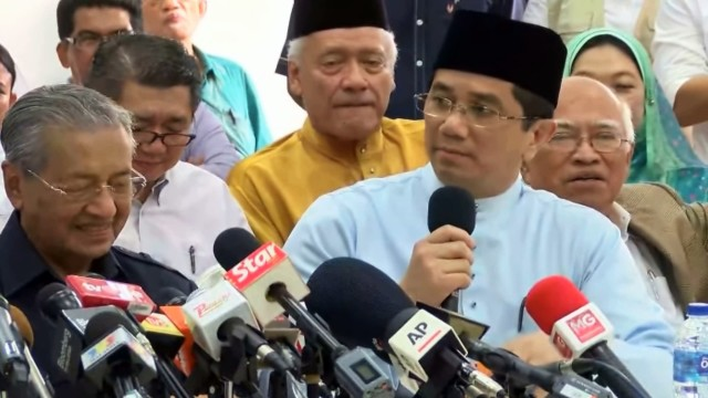 Azmin Ali: We Are Here To Support The Initiative, Najib Must Be Removed Immediately