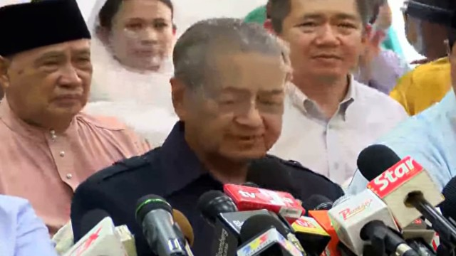 Dr Mahathir: Kita Berada Disini Sebagai Rakyat Malaysia, Soal Pertama Ialah Penyingkiran Najib
