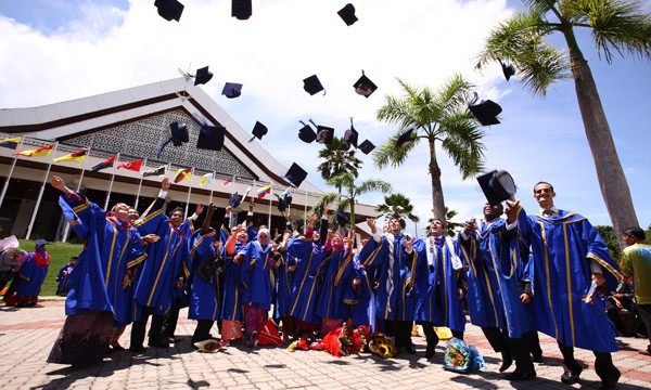 GRADUATES FACE A LONG-HAUL TO RECOVER STUDY COSTS