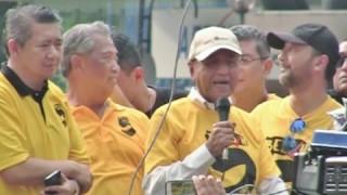 (Bersih 5) Ucapan Tun Mahathir Di KLCC Kuala Lumpur