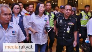 Sarawak Immigration Officers Cut short PKR Assemblyman's speech & Deported Her To Kuala Lumpur